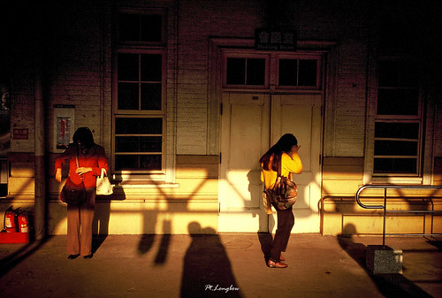morning shadow urban film sunshine sunrise 35mm walking women downtown kodak taiwan contax railwaystation transparency tainan hiding citycenter e100vs citizens contaxt2 sonnar carlzeiss gettychinaq2
