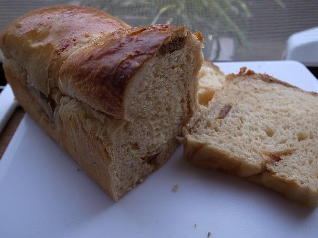 <p>i)白イチジクとクリームチーズのパンの焼きあがり</p>