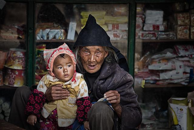 Grandparent and child~ Yunnan