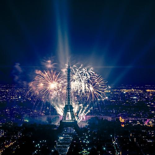 feu d'artifice du 14 juillet 2013 sur le sites de la Tour Eiffel et du Trocadéro à Paris vu de la Tour Montparnasse - Fireworks on Eiffel Tower   by y.caradec
