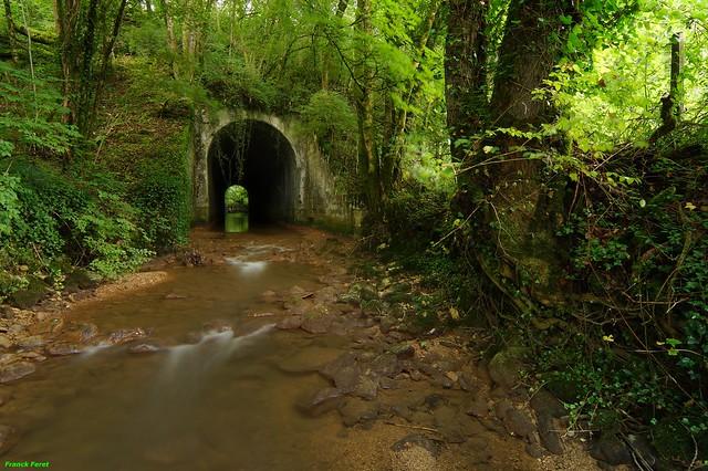 De l'autre côté du pont de la Voie ferrée du  Ruisseau de la Vache - Marnoz