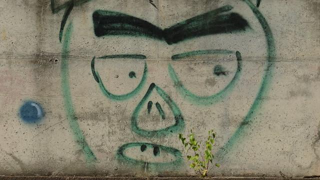 Graffiti mit der Hockerprinzessinen die Harmonie der Treue, die kein Wanken, der Freundschaft, die nicht Zweifelsorge kennt, das Licht, das Weisen nur zu einsamen Gedanken, das Dichtern nur in schönen Bildern brennt das hatt ich all, in meinen besten Stunden 00339