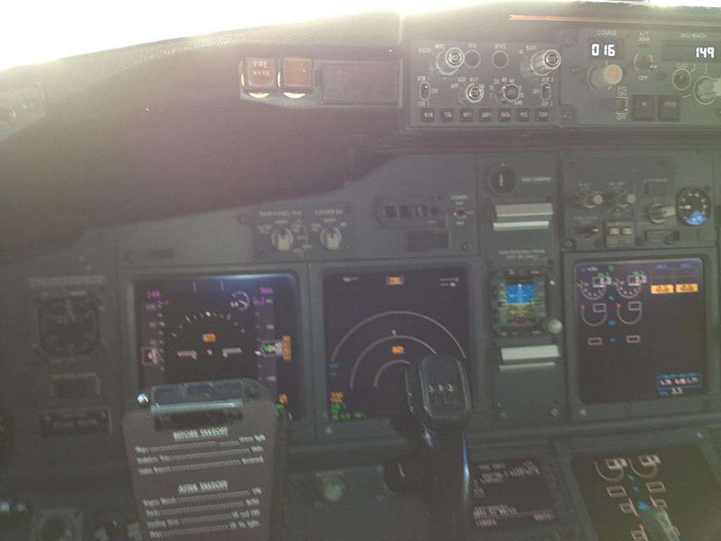 Qantas737-838-VH-VXO-4