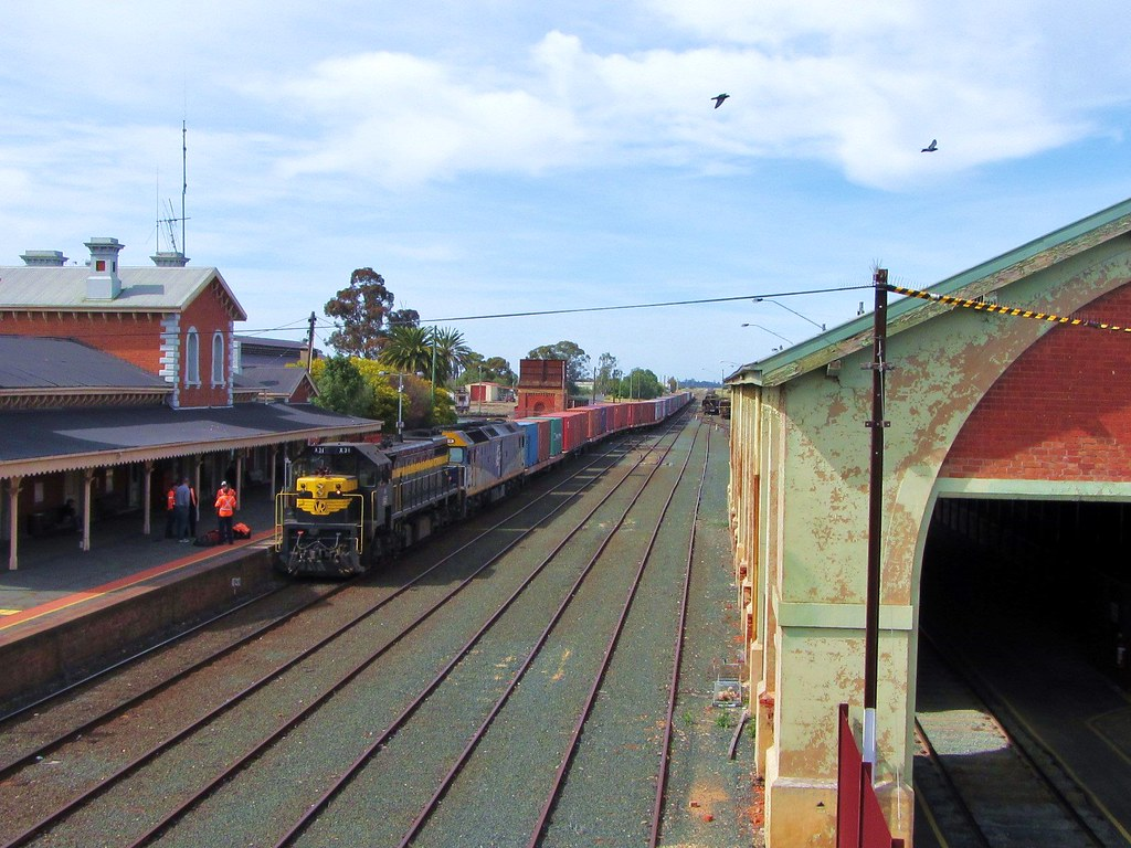 X31+G515 - #9071 Melbourne to Deniliquin goods at Echuca railway station by Adam Serena