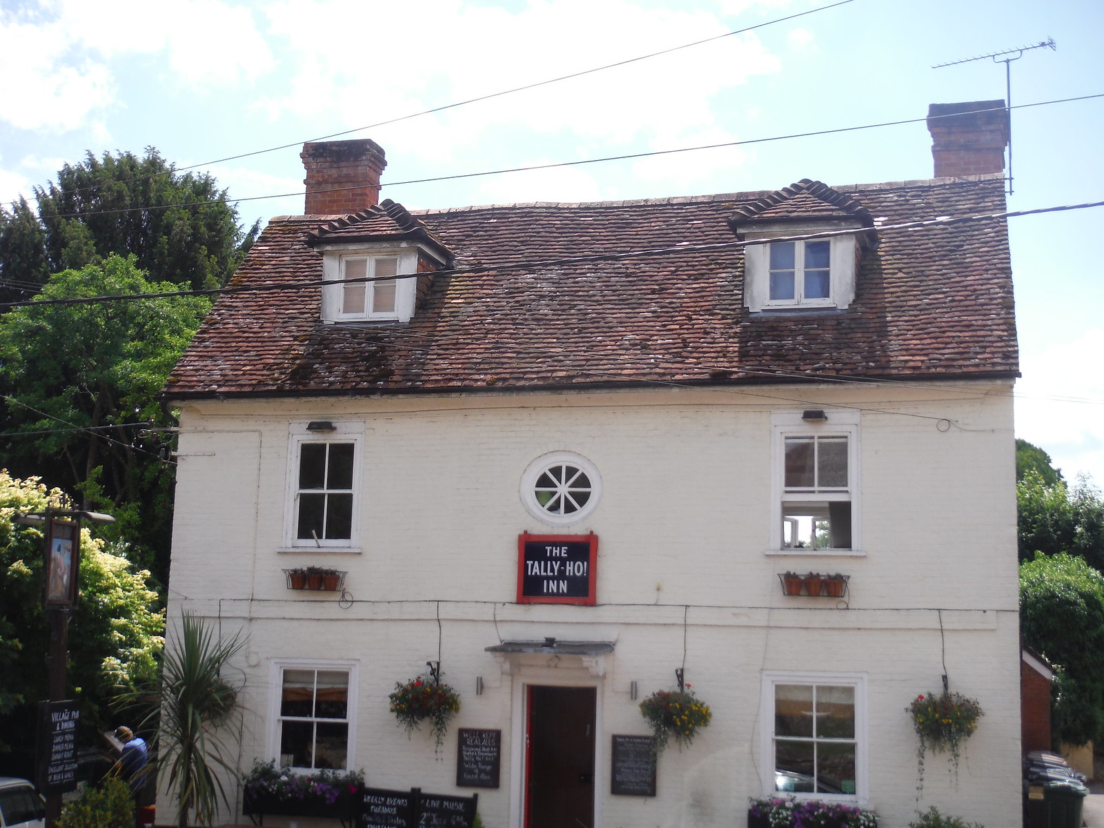 Tally Ho! Inn, Broughton SWC Walk 265 - Dean to Mottisfont & Dunbridge