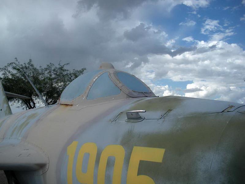 MiG-17F (5)