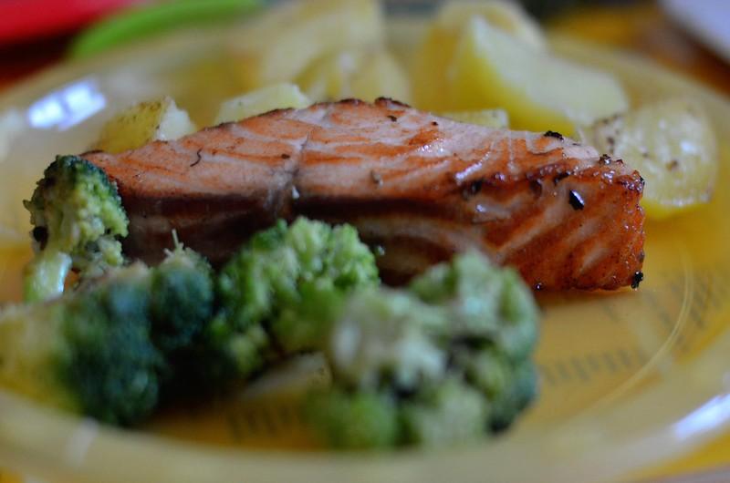 gesunde Babykost - Lachs mit Brokkoli