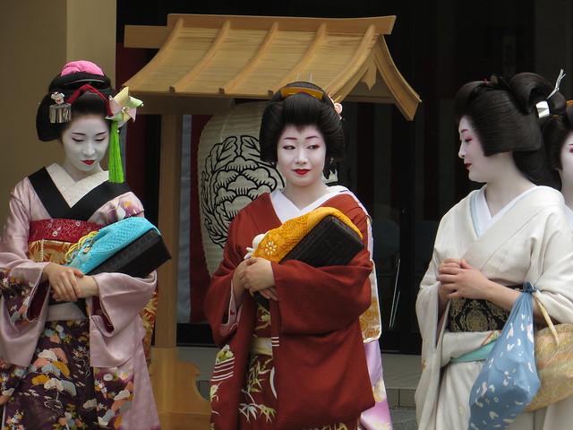 舞妓はん / Maiko in Narita-san - Neyagawa, Osaka