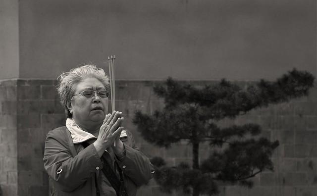 oldwoman_pray, Ji Ming Si Temple, Nanjing, China