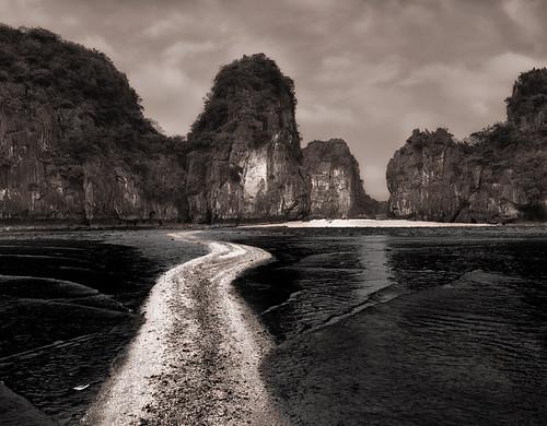 seascape landscape mono blackwhite sand vietnam halong halongbay 2016 nikond800 afszoomnikkor2470mmf28ged marshallward