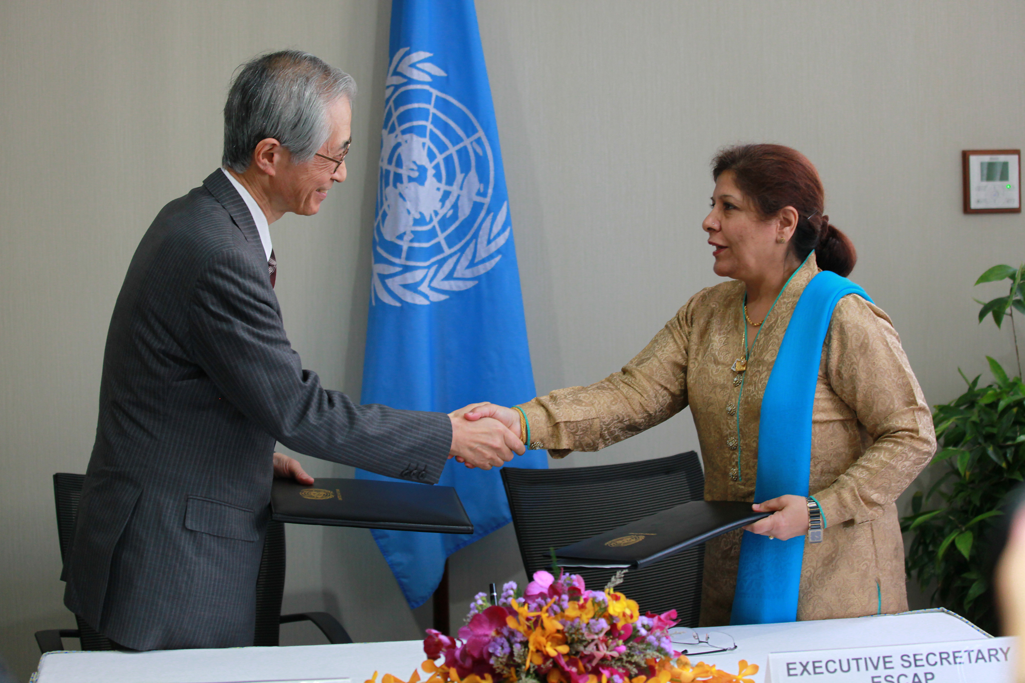 ESCAP and IGES MoU Signing
