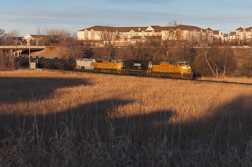 railroad minnesota train sunrise bread unitedstates plymouth oil countryhearth ns2519 cppaynesvillesub cpheney up4597 up3556