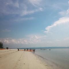 If ants could carry tiny kayaks. #uwcsea_east #uwcsea_outdoored #Malaysia #Sibu