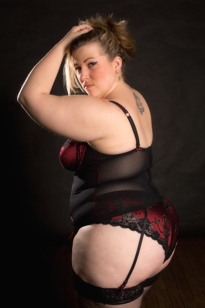Mature old busty bbw fat blonde babe robyn ryder with big naturals wearing red lingerie