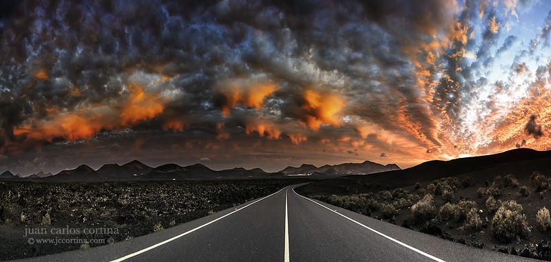 Carretera a Timanfaya. Road to Mordor.