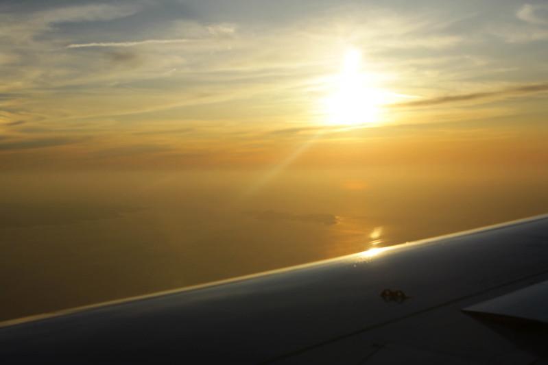 飛行機から見える夕日