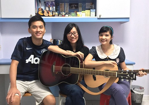 Group guitar lessons Singapore Aileng Phoebe