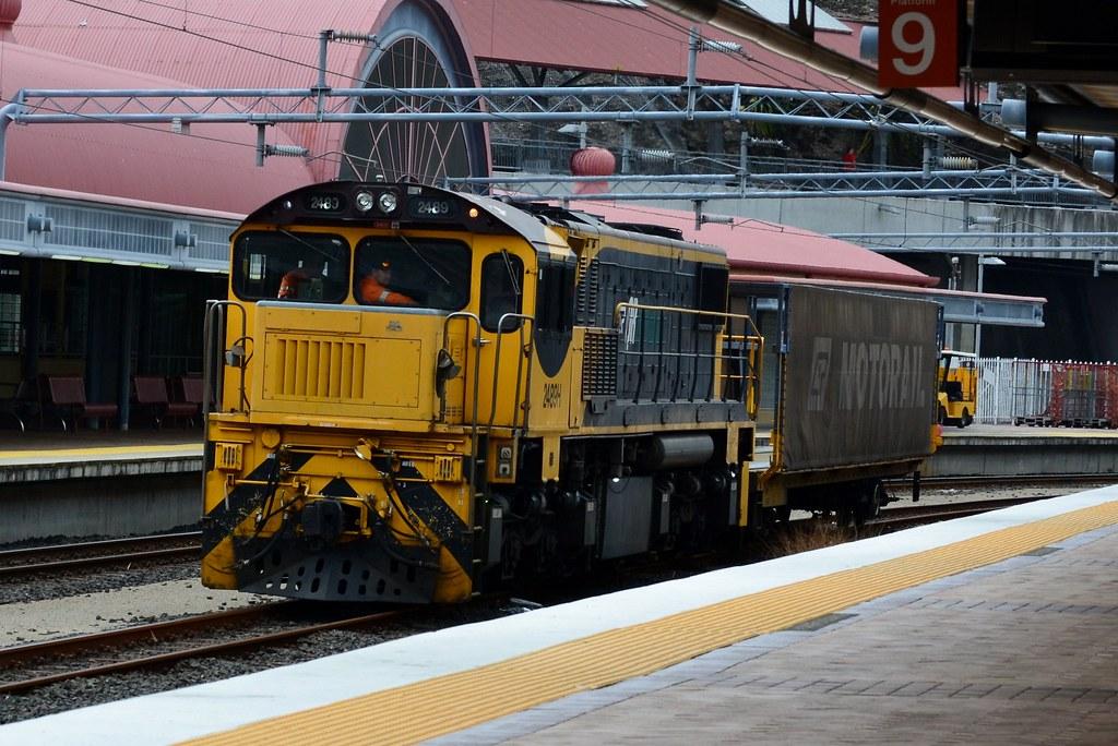 Aurizon/Travel Train - Wagon Transfer by Shawn Stutsel
