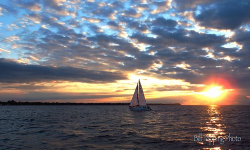 sunset water sailboat sailing hilton racing greatlakes rochester regatta newyorkstate lakeontario yachtclub hamlin wednesdayracing brockportyachtclub