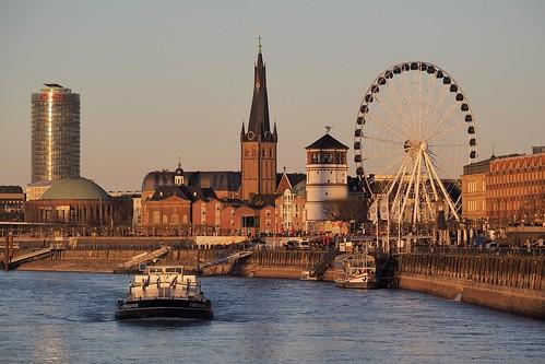 düsseldorf sunset sonnenuntergang rheinufer rhein rhineriver river sun oldtown nrw nordrheinwestfalen panorama olympusem10 rheinpromenade