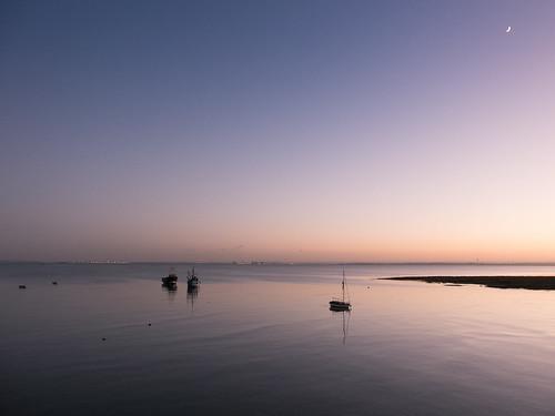 2017 england essex essexcoast fujix20 fujifilmx20 leighonsea river riverthames thamesestuary uk boats sunset moon shore seaside sea water