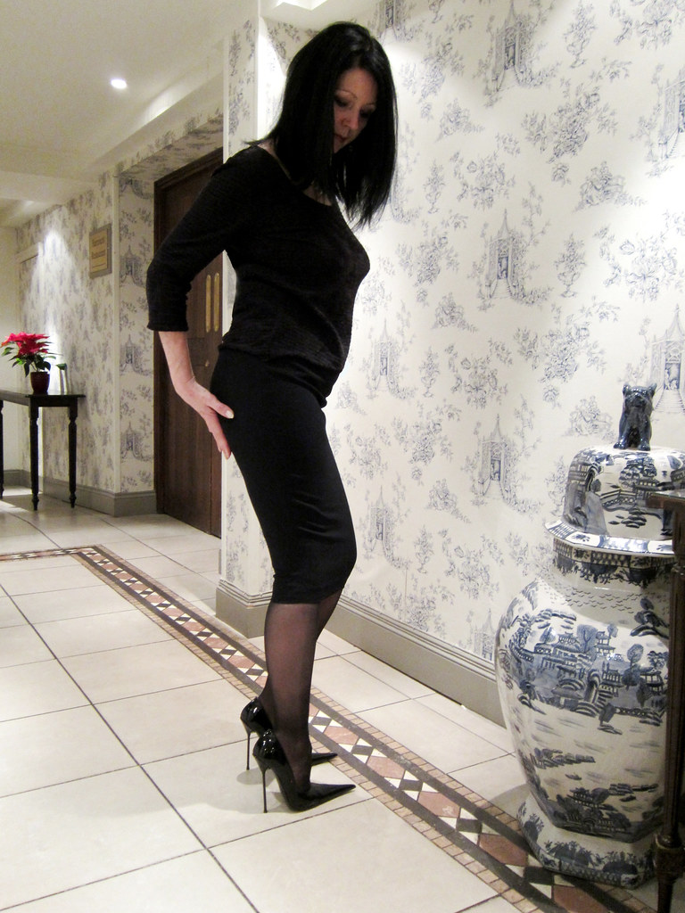Sarah In Rosa Black Patent High Heel Pointed Court Shoes