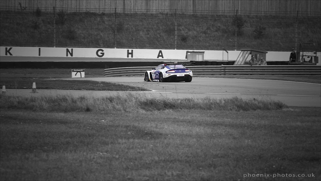 Aston Martin Vantage 1_r