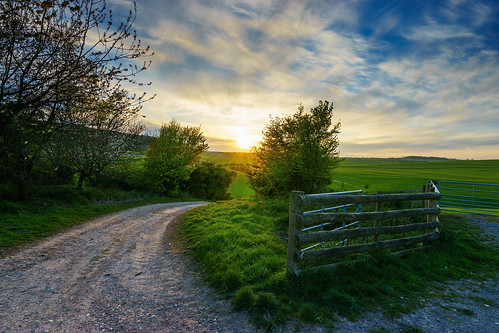 road sunset england sky sunlight green field zeiss fence landscape countryside gate flickr westsussex gateway southdowns findon fe1635mmf4zaoss variotessartfe1635mmf4zaoss sonya7ii ilce7m2 tanzpanorama