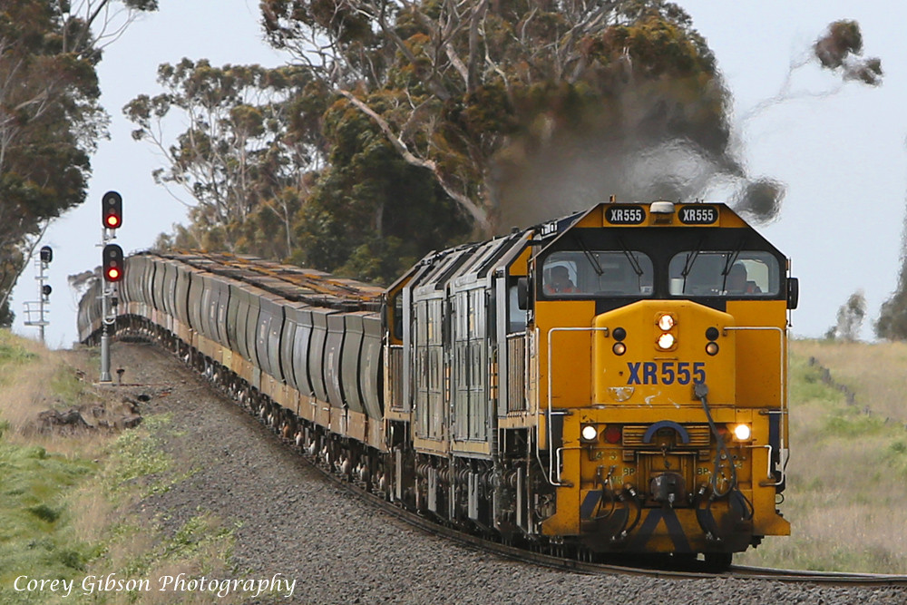 XR555, G526, G528 & XR558 heads out west through Wingeel by Corey Gibson