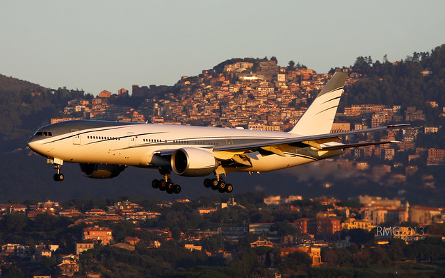 Boeing 777-2KQ/LR Montkaj Ltd. (VP-CAL)