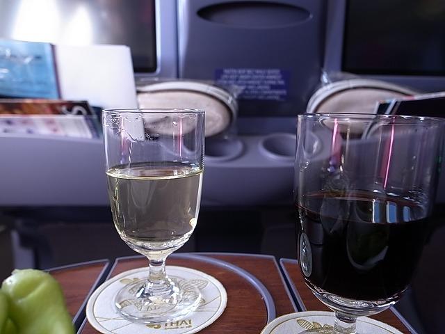 <p>c)好みのワインをお願いして</p>