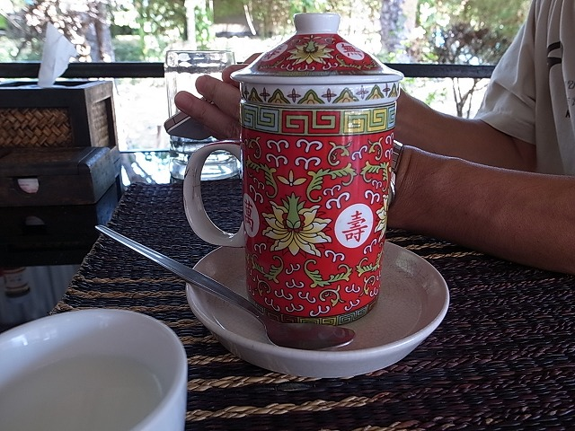 <p>紅茶なんだけど、どう見てもも中国茶!</p>