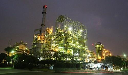 圖04高廠低硫燃料工場夜景
