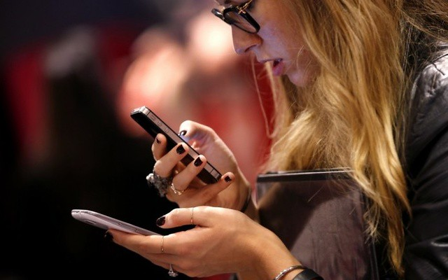 স্মার্টফোন (Smartphone) ব্যবহারে বলিরেখার ভয়