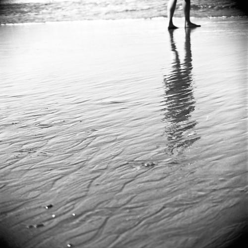 sea bw reflection 6x6 tlr film beach water coast sand waves fuji kodak 14 negative pacificocean squareformat 124g wa epson fujifilm neopan westport vignetting yashica twinlensreflex yashicamat v500 tmaxdeveloper 100acros wideangleconverter 80mmf35yashinon carloscruzphotography bwfp