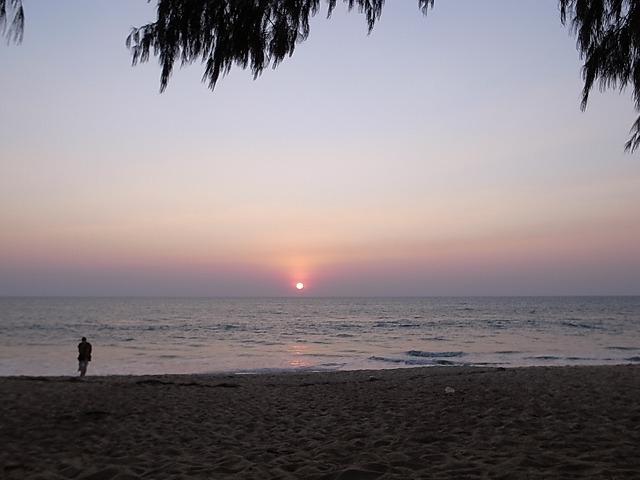 <p>間もなく日没。<br /> 目の前に沈む太陽。</p>