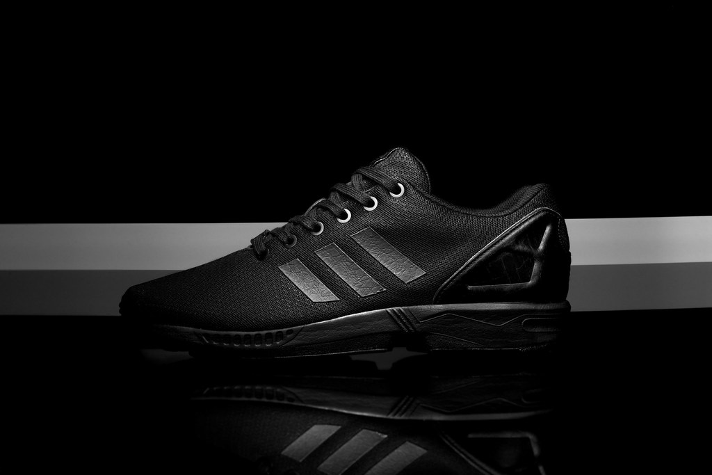 adidas flux blackout