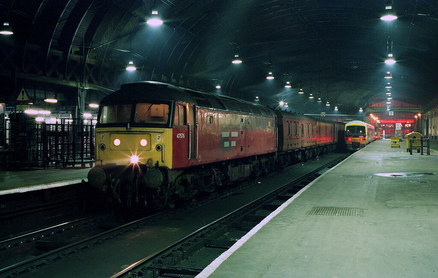 47576 seen at London Paddington Station ready for another turn on the 'parcels' on 14-1-95. Copyright Ian Cuthbertson