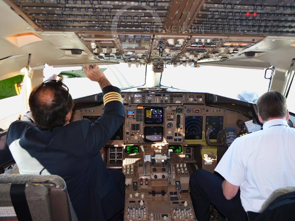 FedEx (Morningstar Air Express)   Boeing 757-200SF   C-FMAI   Cockpit
