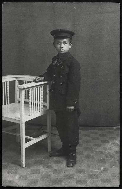 Archiv G021 Junge im Sonntagsanzug, 1920er