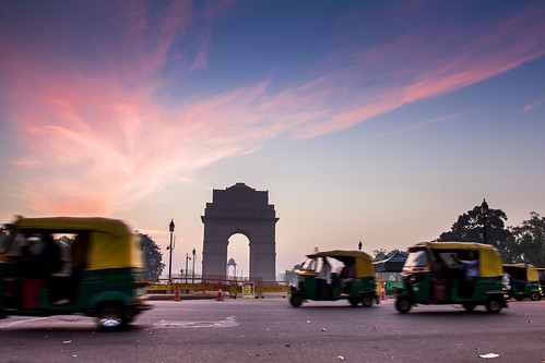 auto morning travel sunset india green tourism yellow sunrise asia asien cityscape awakening delhi indian capital transport transportation rickshaw indien newdelhi cityview autorickshaw ncr southasia indiagate südasien