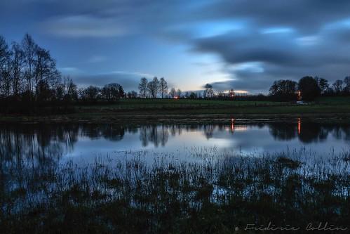 blue sunset water field night river de soleil countryside still long exposure quiet belgium belgique flood dusk coucher calm rivière exposition hour marsh luxembourg nuit deau cours calme heure bleue tranquille wallonie longue semois arlon wallonia