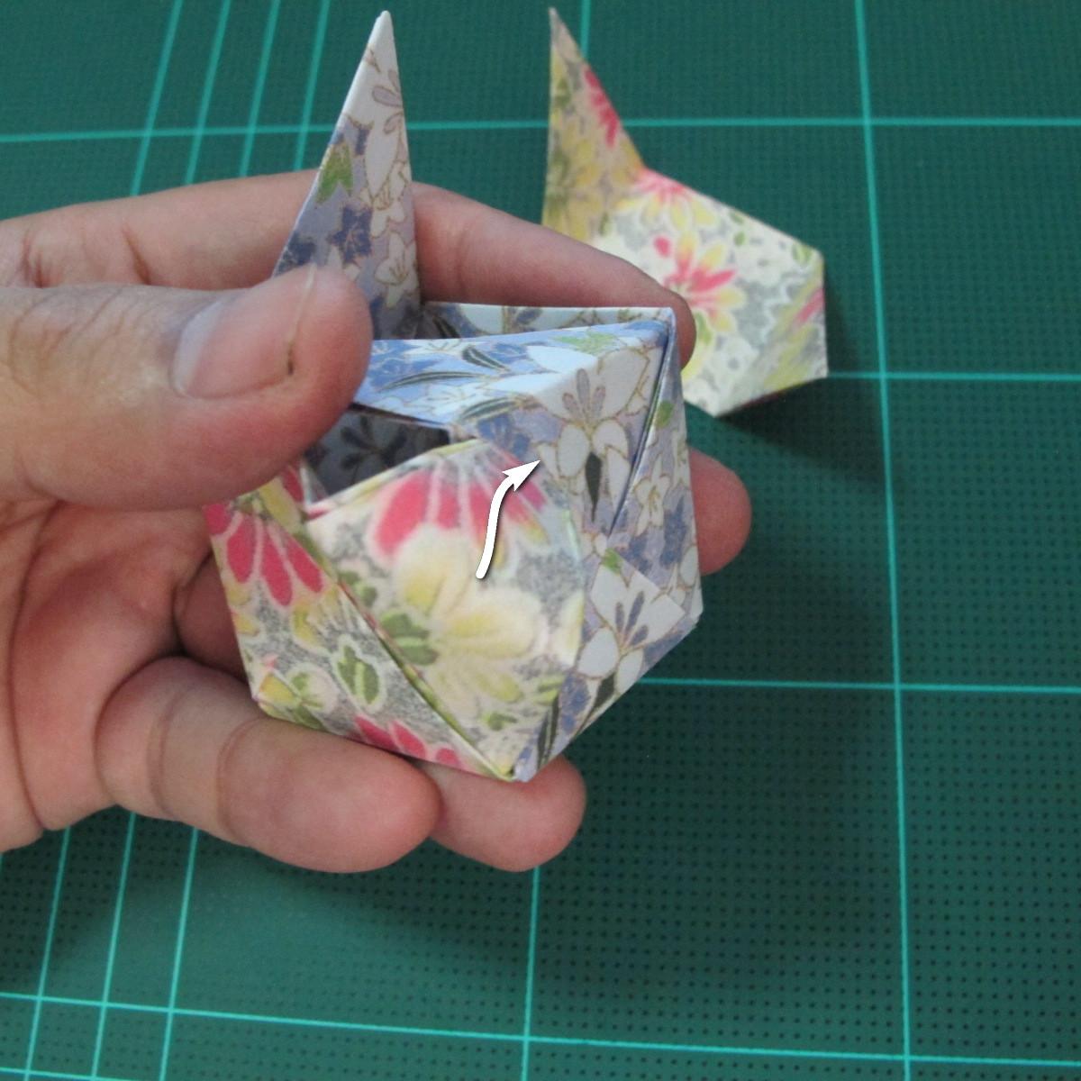 การพับกระดาษเป็นรูปเรขาคณิตทรงลูกบาศก์แบบแยกชิ้นประกอบ (Modular Origami Cube) 031