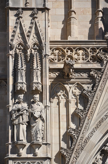 Barcelona. Cathedral church of the Holy Cross and Saint Eulalia. Neo-Gothic facade. Saints Joseph Oriol and Raymond of Penyafort. 1887-1890. Eduard Batiste Alentorn, sculptor
