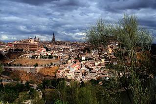 retamas y, allá, Toledo | by M. Martin Vicente
