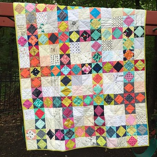 I never showed photos of the latest #havendgs quilt (that I quilted), so I'll have to get a blog post up soon, but here's the front.  On its way to a women's shelter in Austin, Texas #dogoodstitches #dgs