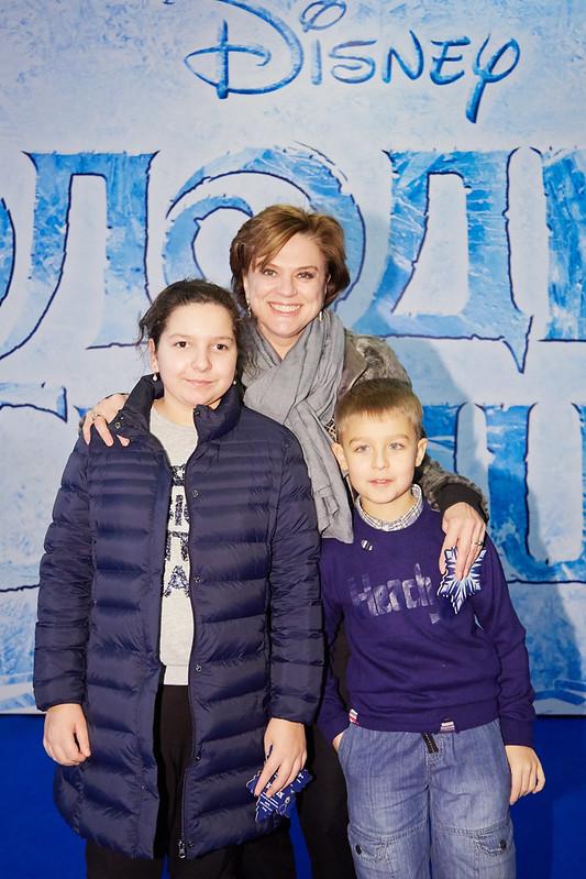 FROZEN_Moscow Premiere_Svetlana Sorokina s det'mi