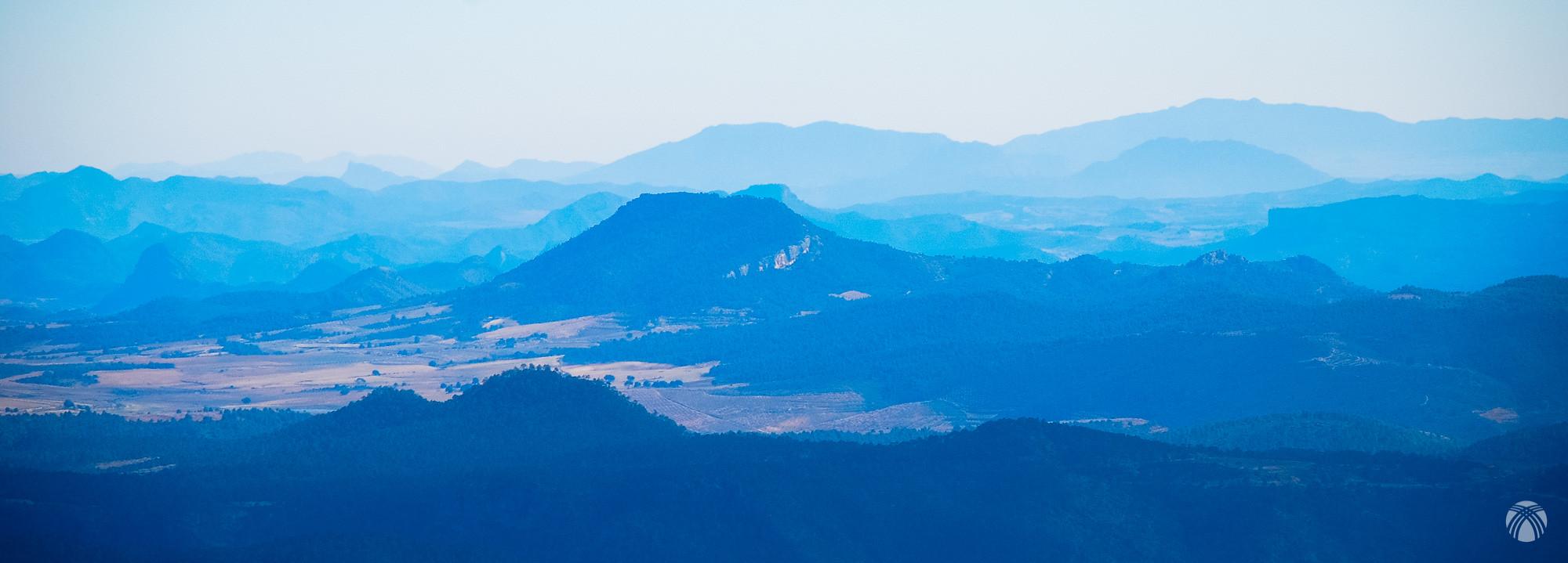 Hacia Levante todas las montañas de casa, incluyendo la sierra de Orihuela