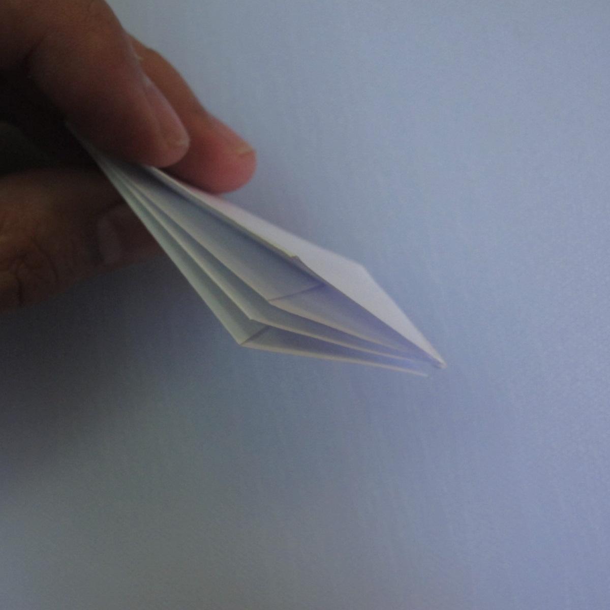 วิธีพับกระดาษเป็นรูปดอกลิลลี่ 009