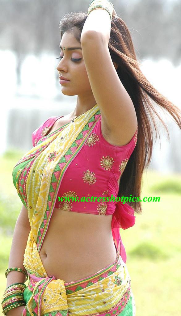 Hot Exposing Spicy Navel In Saree Photos Of